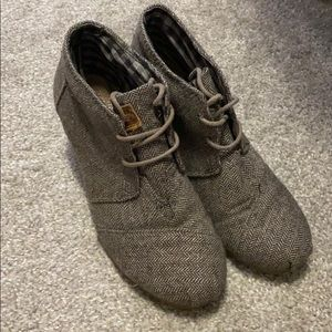 Toms Lace up Gray/Brown Booties Size 6